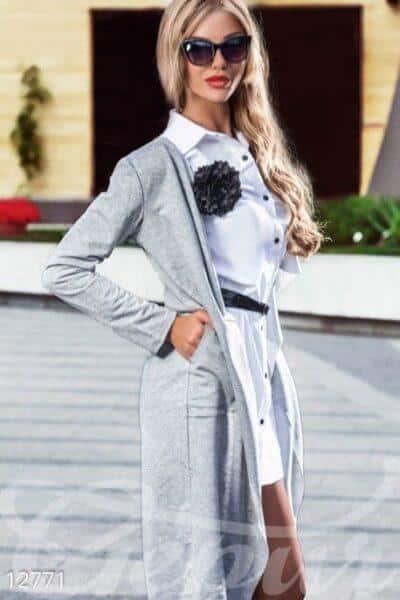 серый кардиган с рубашкой