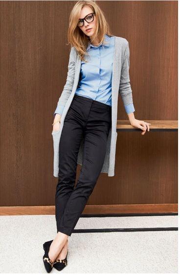 серый кардиган с брюками и рубашкой