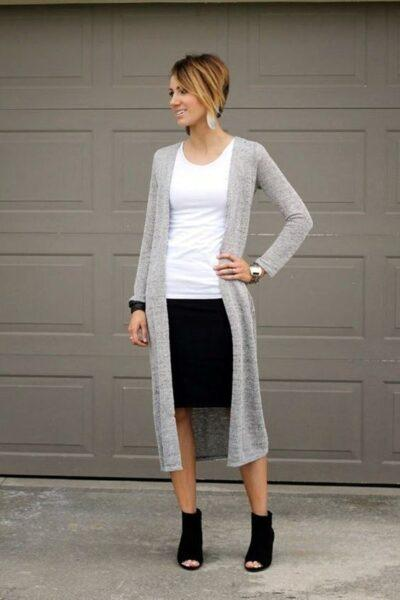 серый кардиган и юбка-карандаш