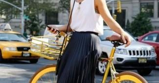 sneakers and pleated skirt outfit
