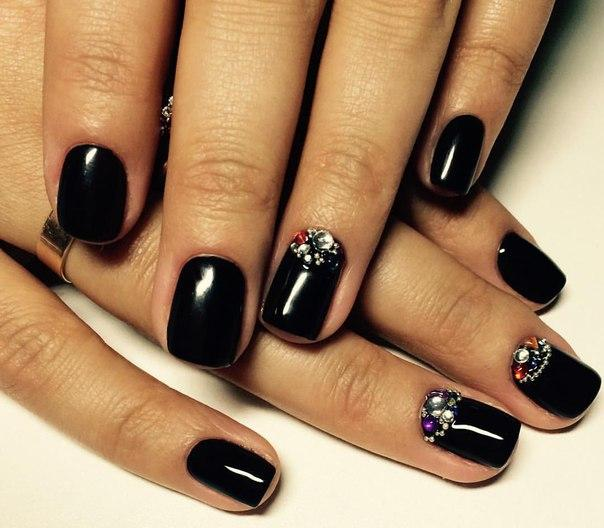 short black nails with rhinestones
