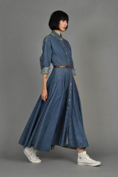 maxi denim dress with sneakers