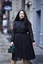 How to Choose Plus Size Lace Dress for Chubby Ladies